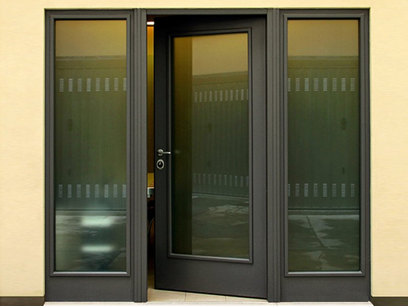 Porte d entr e blind e vitr e main entrance by torterolo re for Porte entree blindee