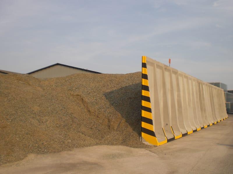 Grain handling machines manufacture european leader . Borghi presenta i  silos orizzontali  magazzini con robot di carico e scarico per lo ... 83238f1905b9
