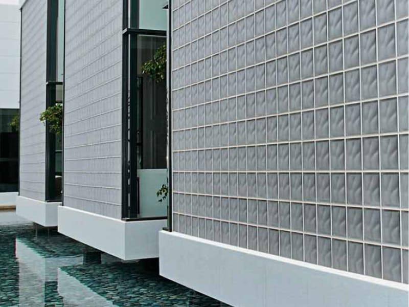 Briques de verre basic by seves s p a divisione glassblock for Block lock brique de verre