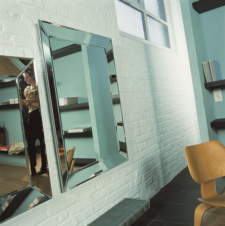 Miroir mural de style contemporain avec cadre integro by for Miroir mural