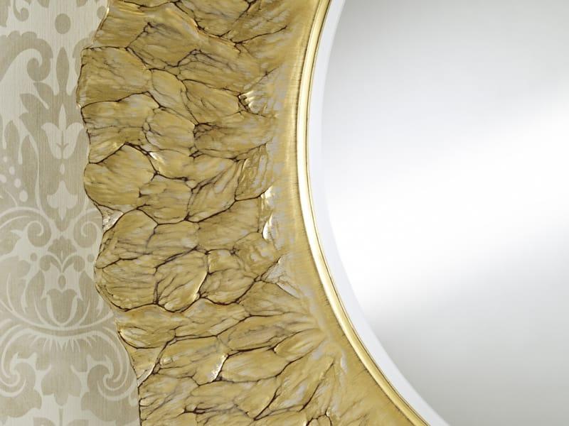 runder spiegel mit rahmen flora gold by deknudt mirrors design annemie vanzieleghem. Black Bedroom Furniture Sets. Home Design Ideas