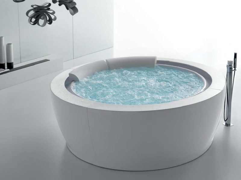 baignoire hydromassage ronde bolla sfioro 190 by hafro design franco bertoli. Black Bedroom Furniture Sets. Home Design Ideas