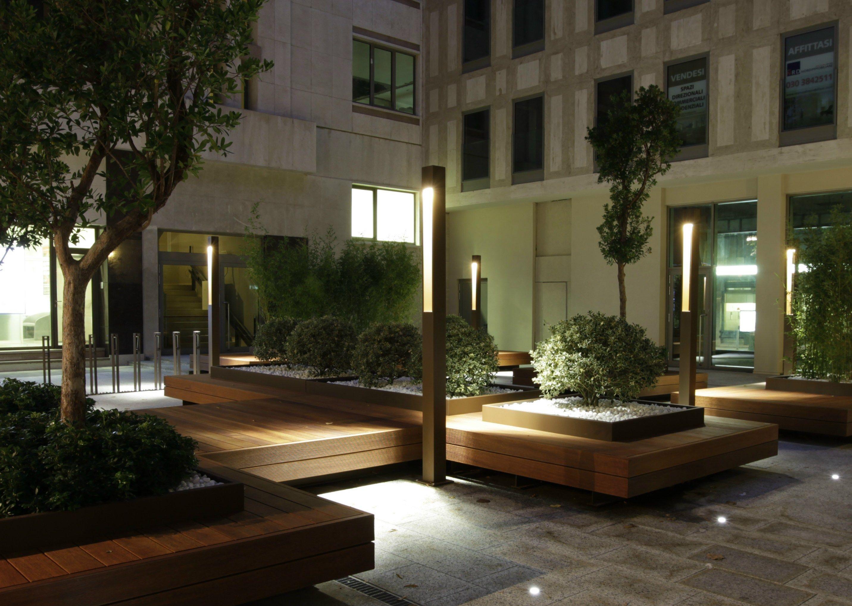 Paletto luminoso da giardino TETRA PARCO Paletto luminoso per spazi by Platek