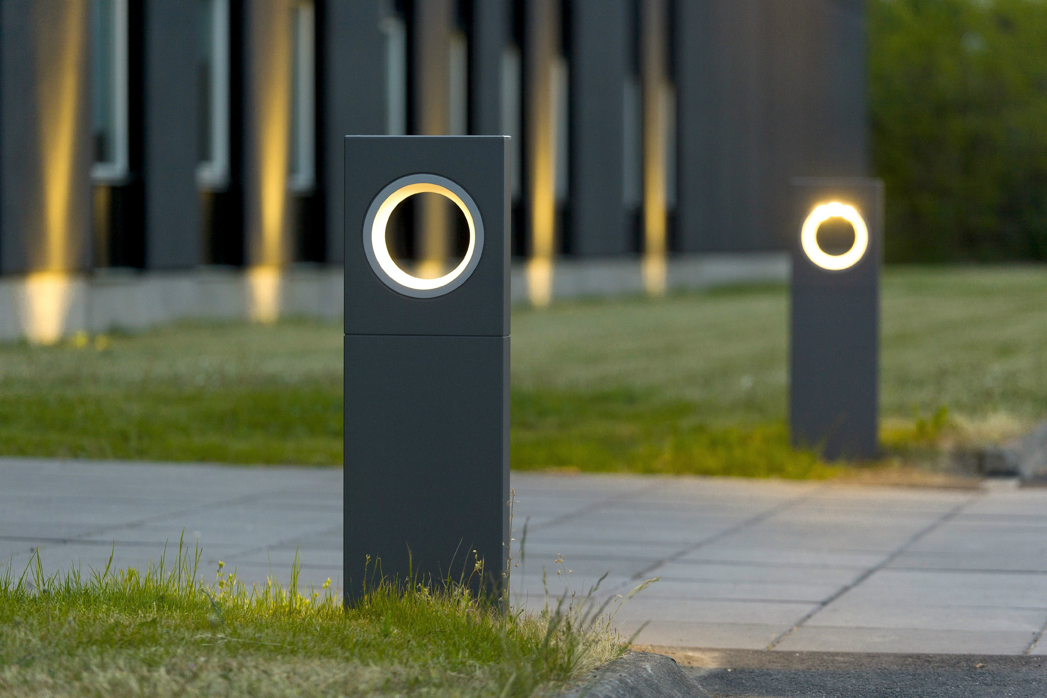 Moon bollard light by platek design olle lundberg for Eclairage led pour jardin