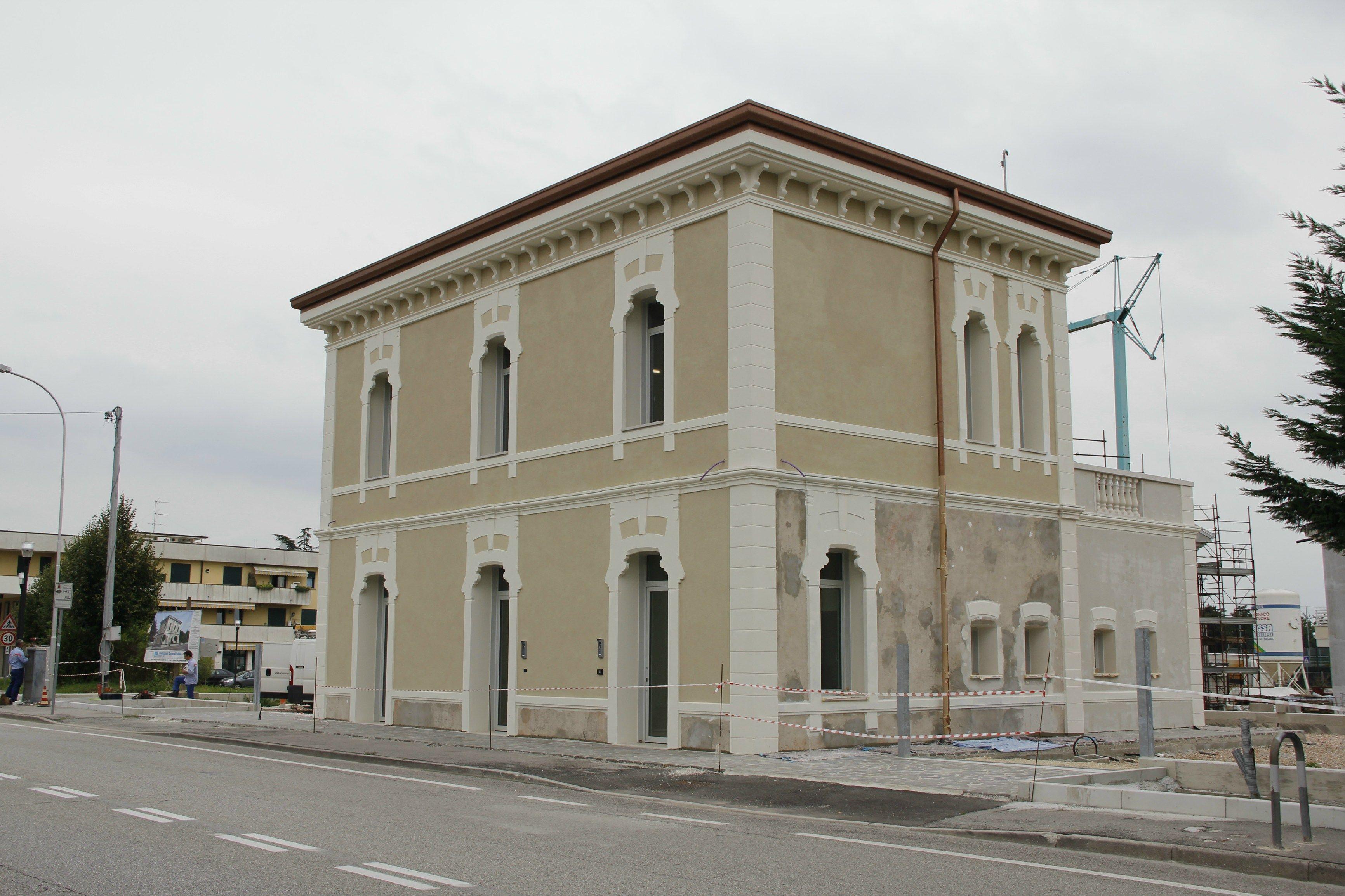Cornici decorative per facciate - Cornici finestre in polistirolo ...