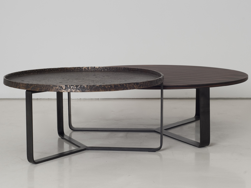 Round wooden coffee table ypsilon by interni edition for Table ypsilon