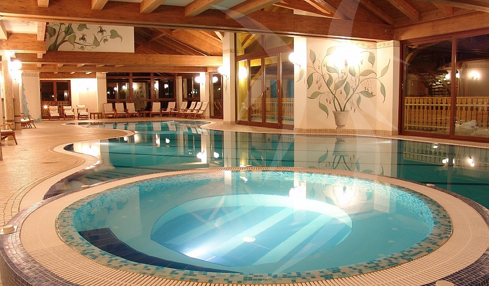 Indoor in ground swimming pool pools by happy sauna for Piscine sauna
