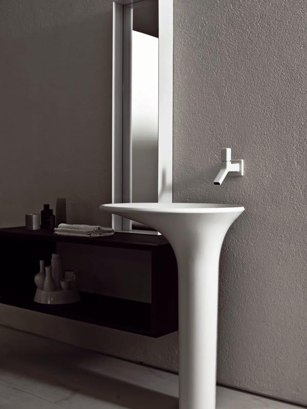 Faraway specchio bagno by kos by zucchetti design ludovica for Specchio bagno 3d