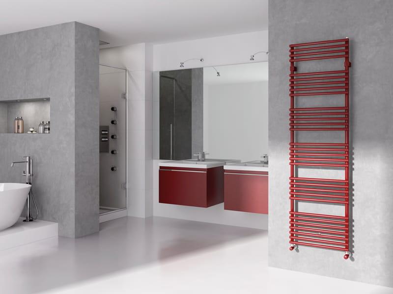 s che serviettes mural en acier kart by irsap. Black Bedroom Furniture Sets. Home Design Ideas
