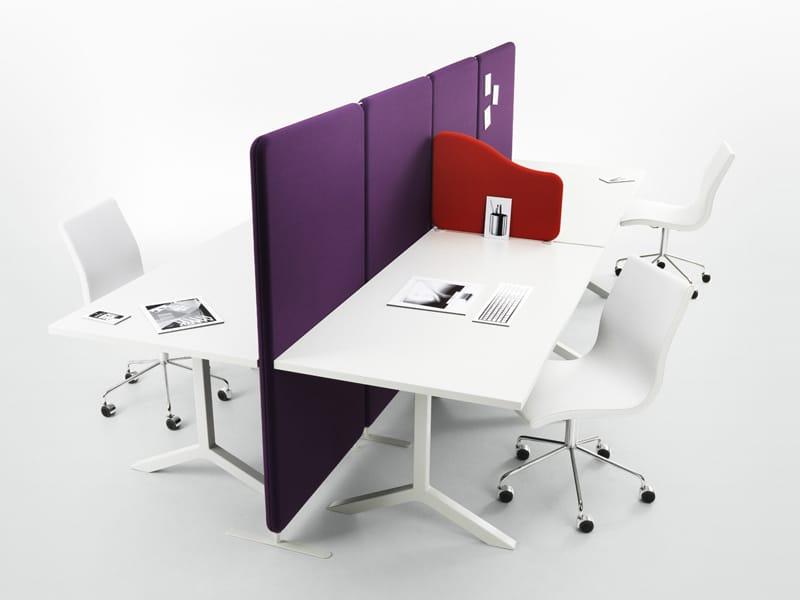 Schallabsorbierende freistehende schreibtisch trennwand for Schreibtisch trennwand