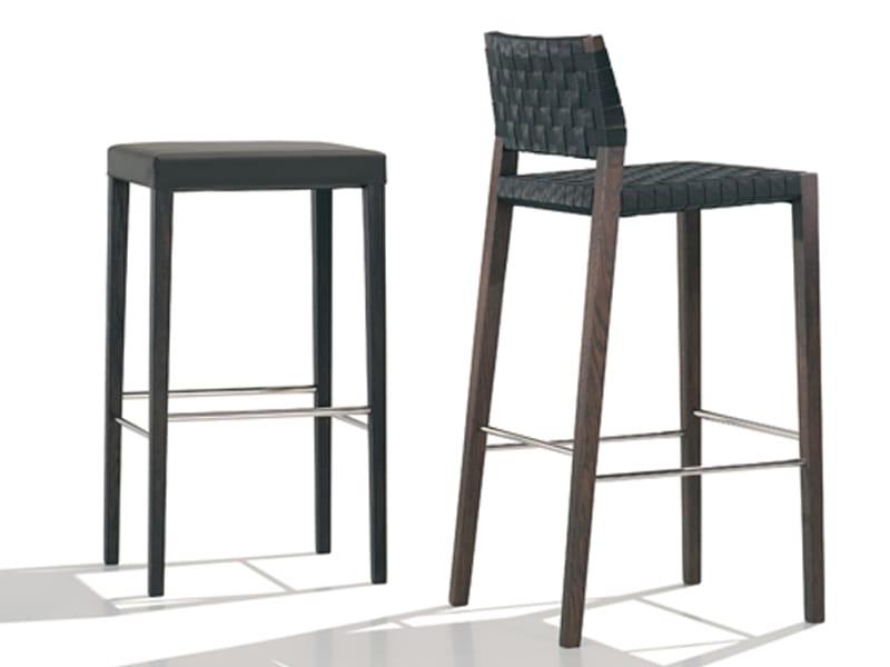 Valeria silla para hosteler a by andreu world for Sillas altas de madera