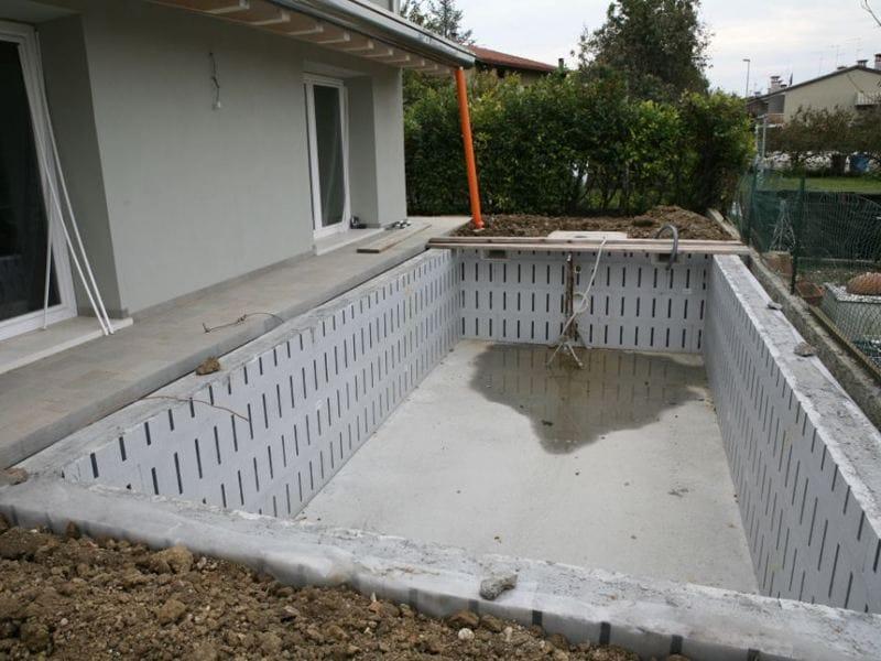 Sistema per muratura portante in cls gettato in opera for Casseri in polistirolo per piscine