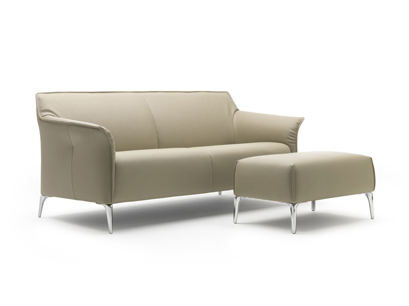 Canap en cuir mayon by leolux design christian werner for Rembourrage canape cuir