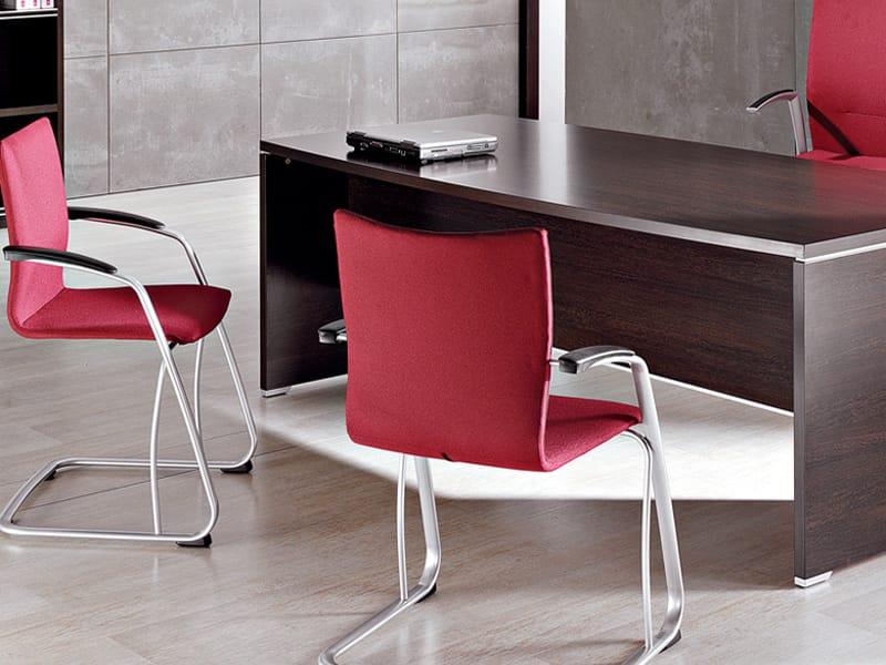 Kados chaise visiteur by actiu design lled campos - Chaise visiteur avec accoudoirs ...
