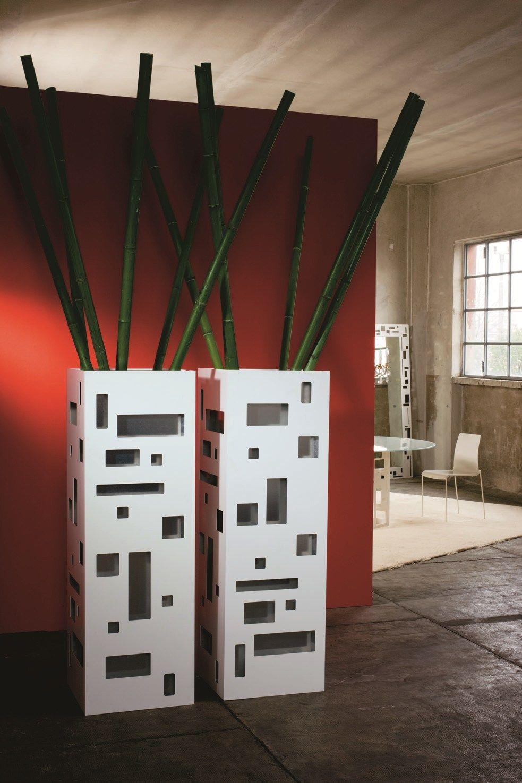 Vaso in lamiera monforte by ydf design basaglia rota nodari for Vasi da interno alti