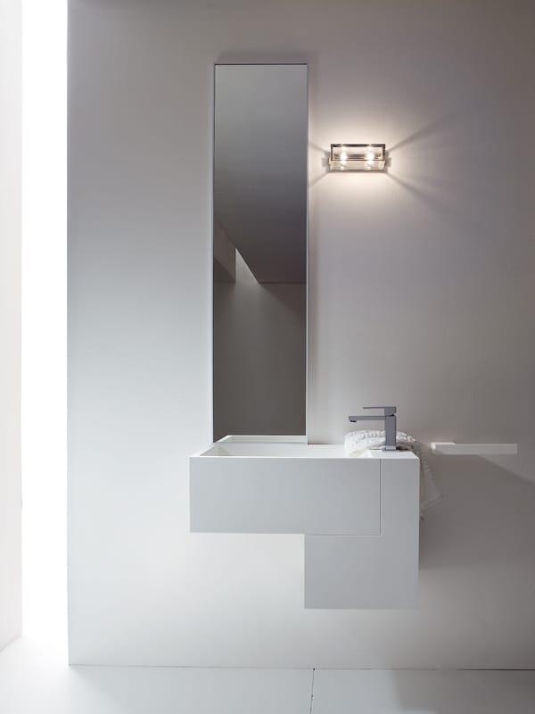 Miroir pour salle de bain by rexa design for Miroir pour salle de bain