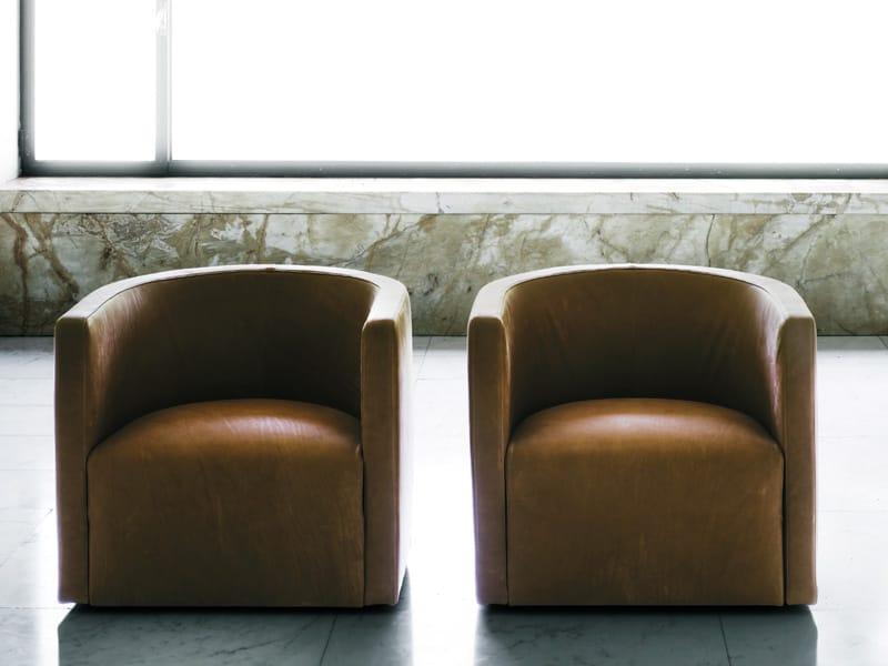fauteuil rembourr en cuir confident by living divani. Black Bedroom Furniture Sets. Home Design Ideas