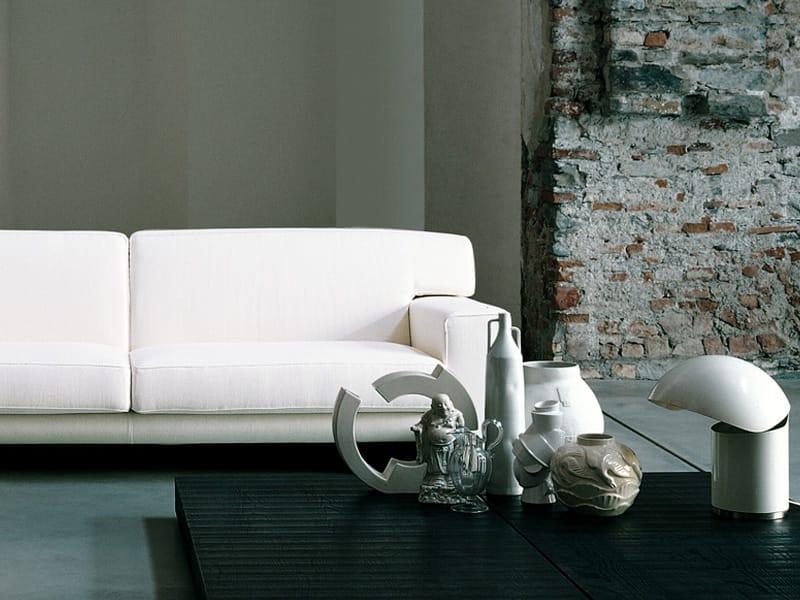 Tavolino basso quadrato in legno menhir by living divani for Living divani prezzi