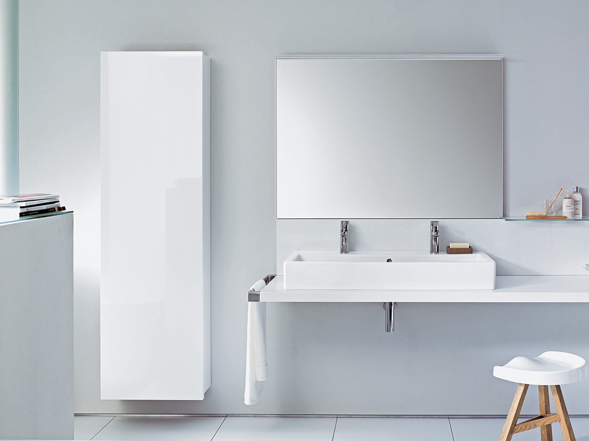 delos bathroom cabinet by duravit design eoos. Black Bedroom Furniture Sets. Home Design Ideas