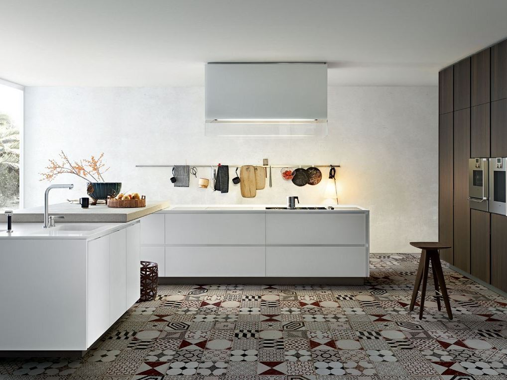 cuisine laqu e en bois matrix by varenna by poliform. Black Bedroom Furniture Sets. Home Design Ideas