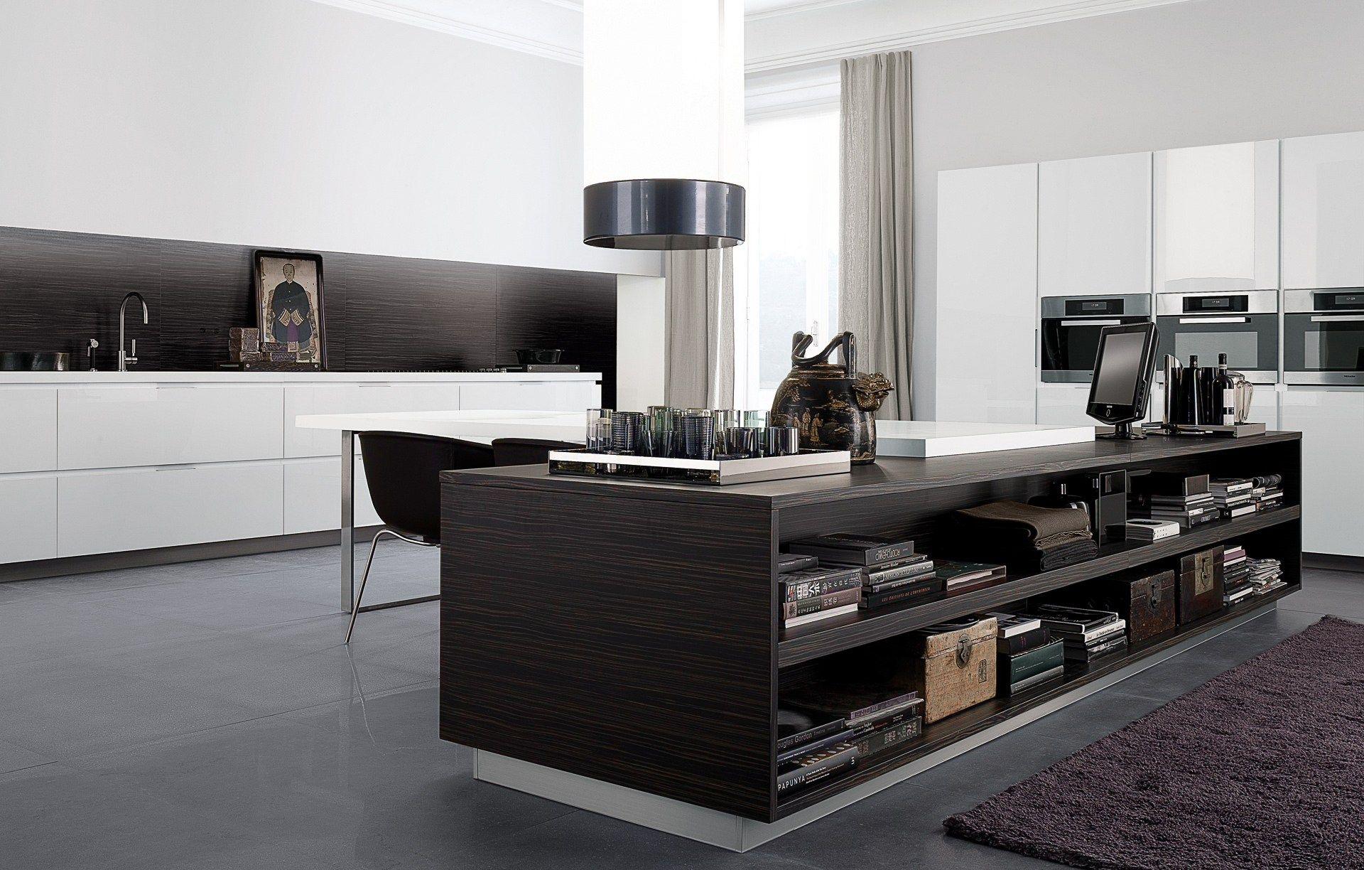 Lacquered wooden kitchen matrix by varenna by poliform for Poliform kitchen designs