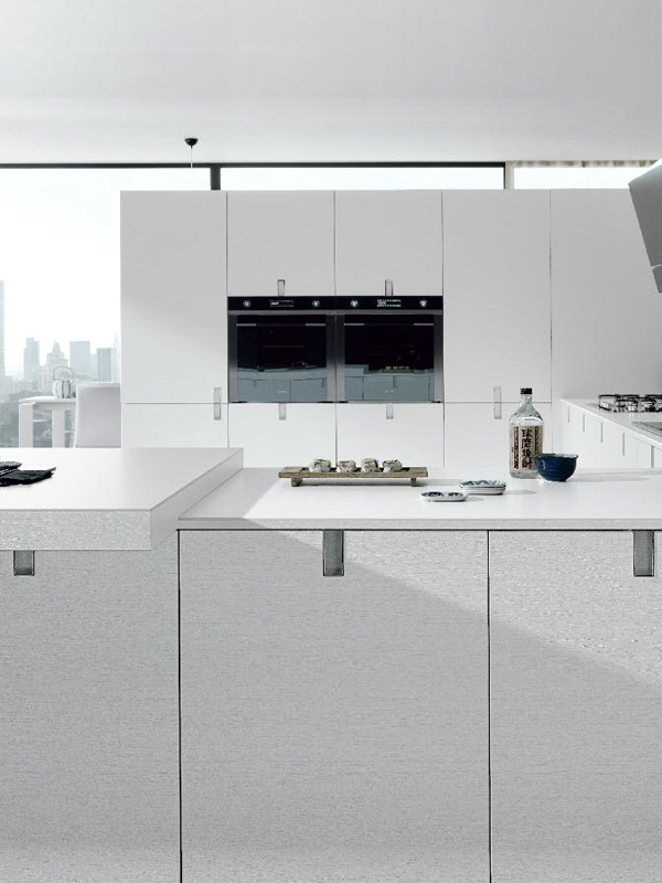 Contemporary style fitted kitchen laclip by euromobil for Contemporary fitted kitchens