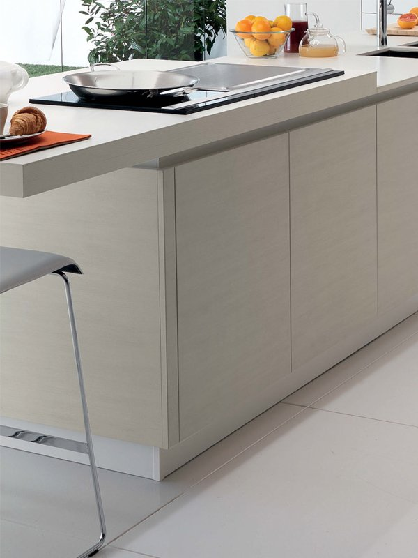 Cucina lineare con isola senza maniglie FILOVANITY TOP by Euromobil