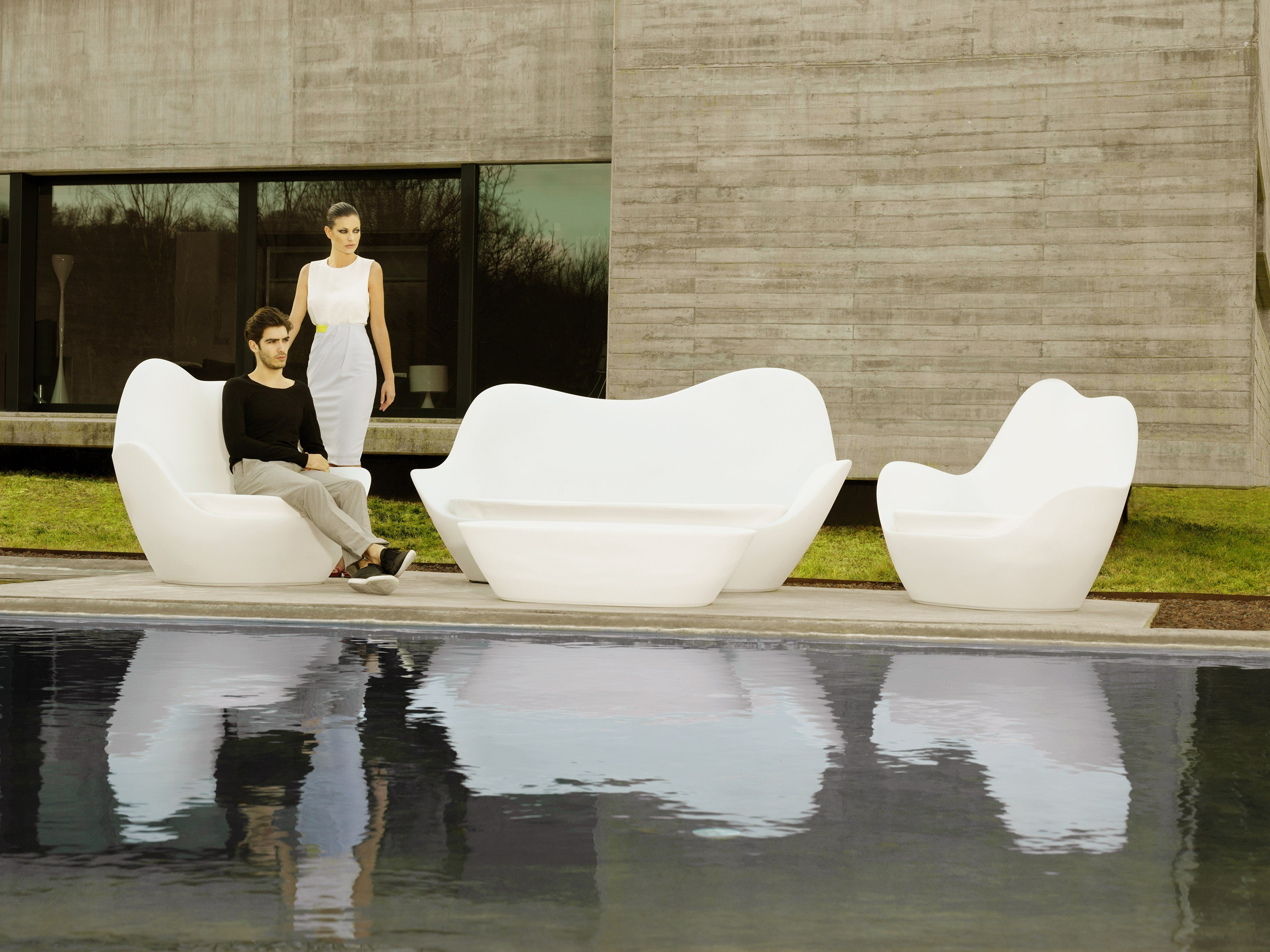 sabinas garden sofa by vondom design javier mariscal. Black Bedroom Furniture Sets. Home Design Ideas