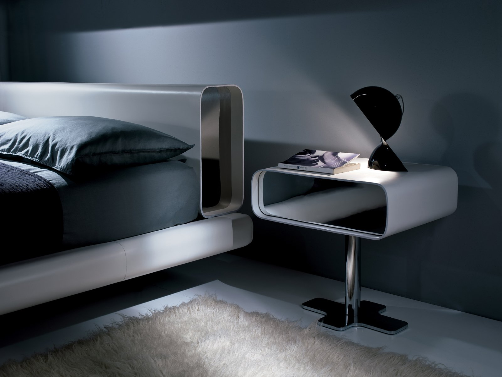 Table de nuit en bois massif avec tiroirs collection tube by i 4 mariani de - Lit avec table de nuit incorporee ...