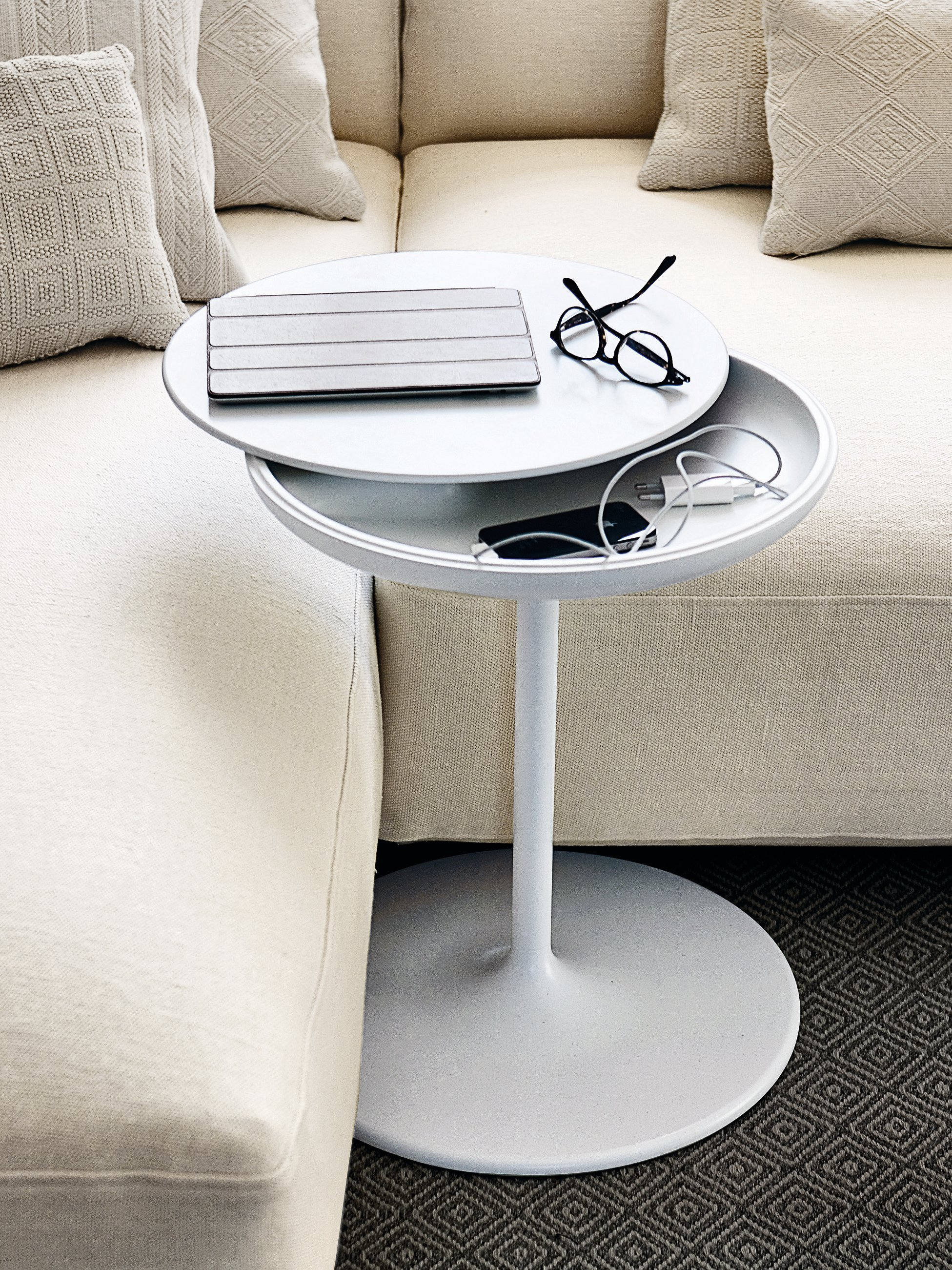 Round coffee table toi by zanotta design salvatore indriolo for Small round coffee table