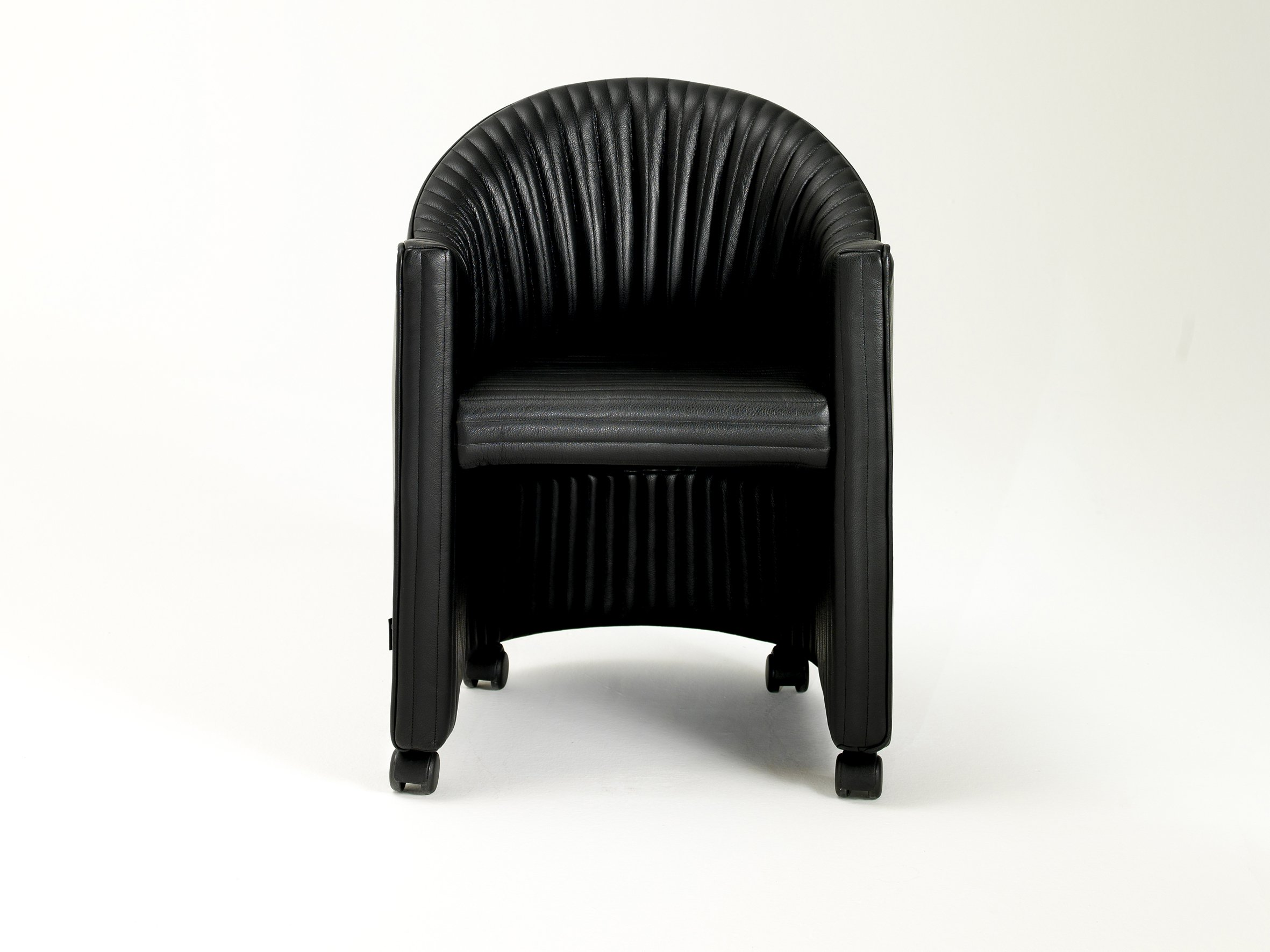 palmito petit fauteuil by i 4 mariani design ammannati vitelli. Black Bedroom Furniture Sets. Home Design Ideas