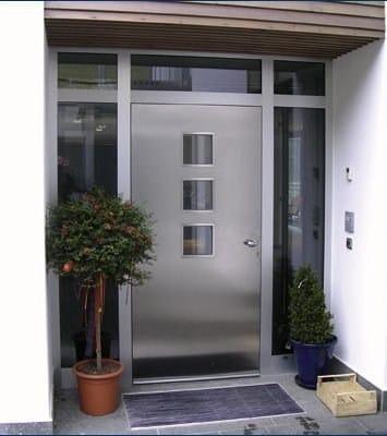 Puerta de entrada acristalada de aluminio para exterior for Puerta lavadero
