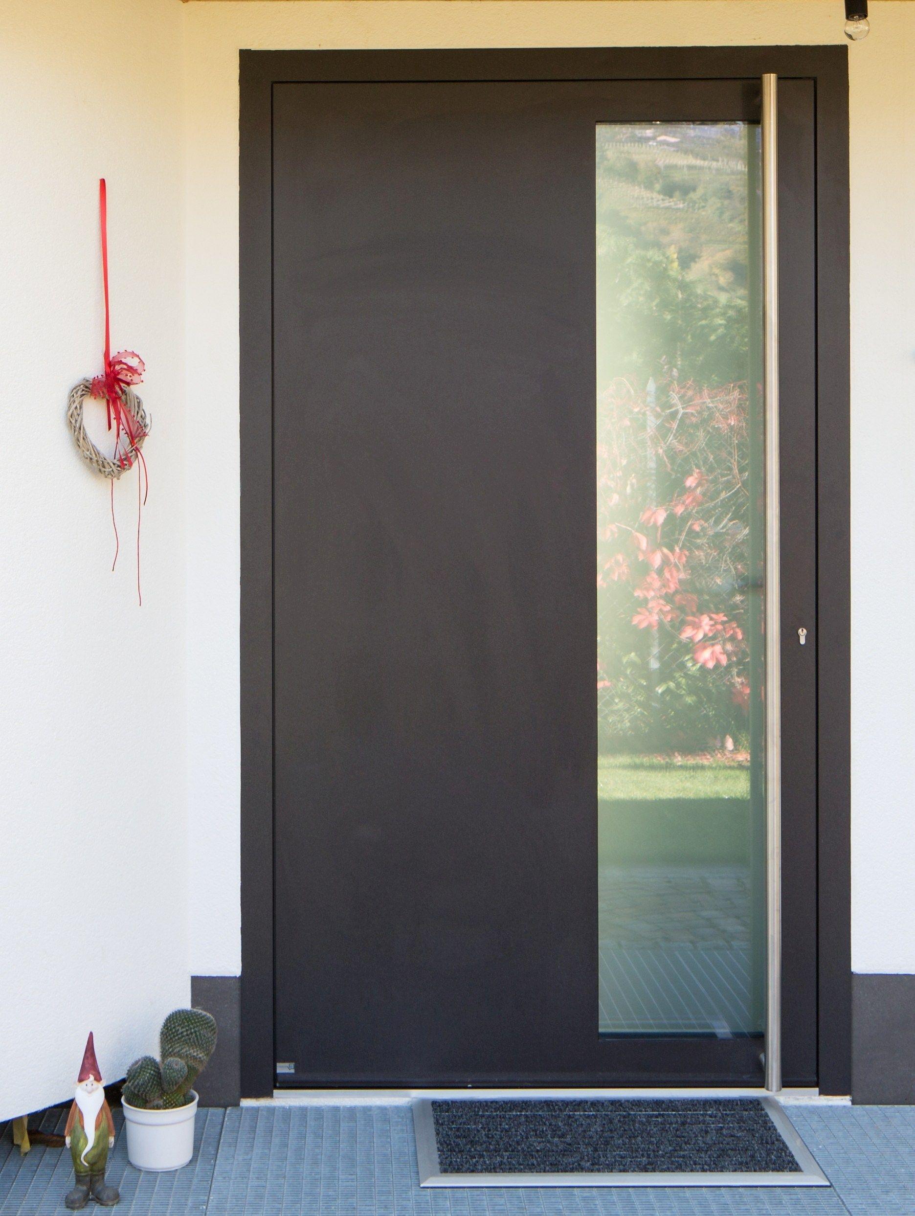 Puerta de entrada acristalada de aluminio para exterior for Puertas de aluminio para entrada principal