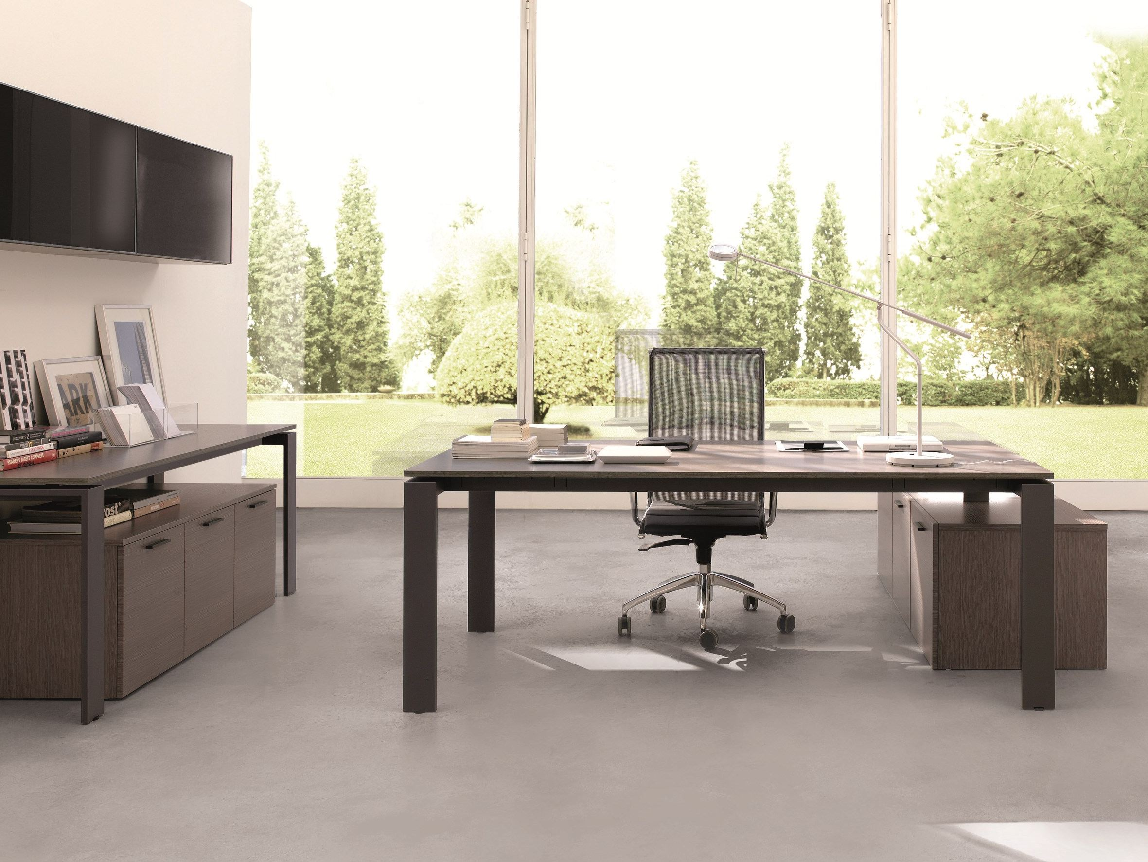 Business office desk by zalf design edoardo gherardi for Oficinas modernas
