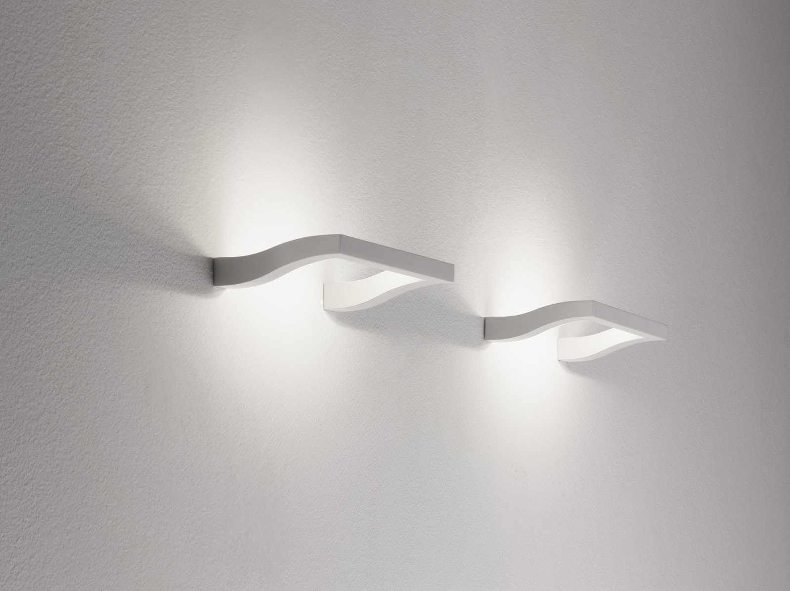 Lampada da parete a LED in alluminio CYMA by AXO LIGHT design Manuel Vivian