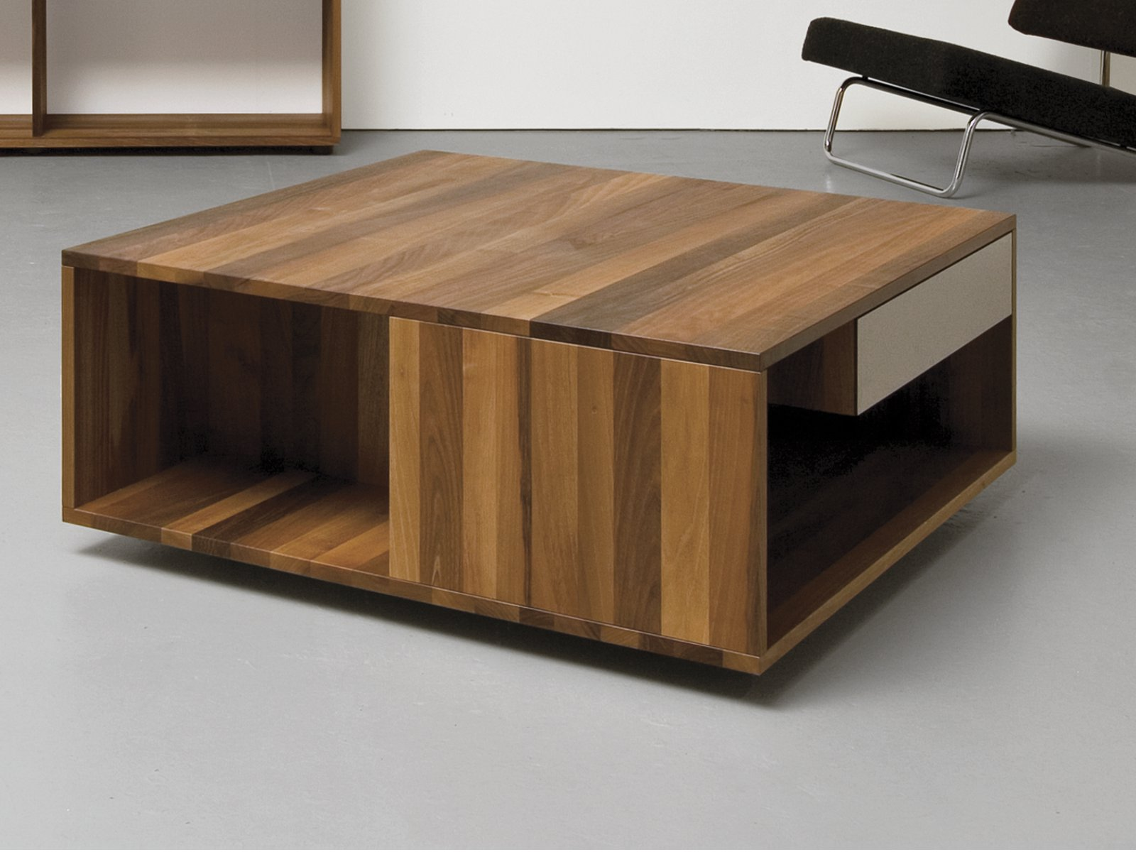 Low coffee table with casters loft by sanktjohanser design matthias hubert - Table basse atelier loft ...