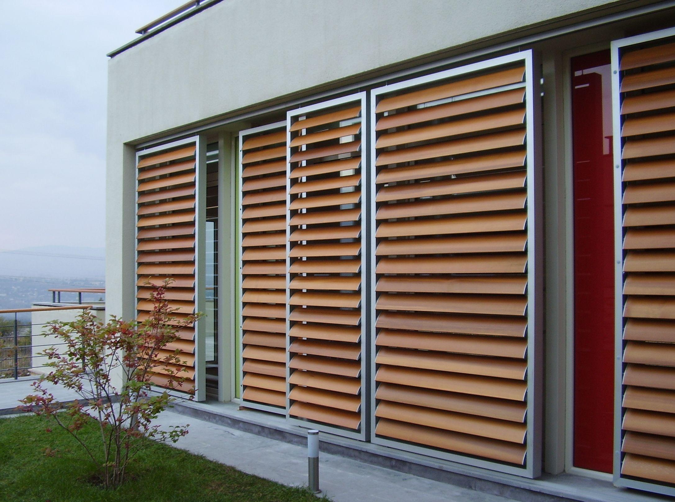 Casa immobiliare accessori frangisole in legno for Come costruire un capannone moderno