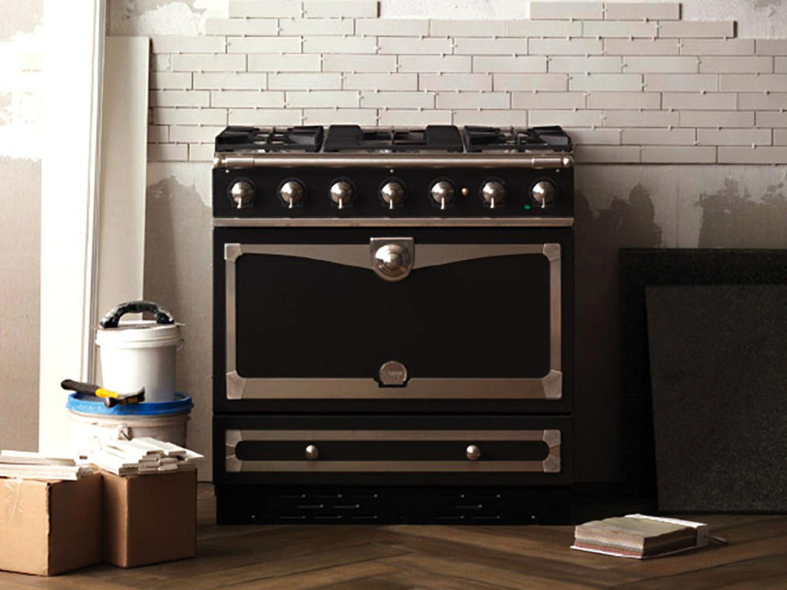 stainless steel cooker albertine by la cornue. Black Bedroom Furniture Sets. Home Design Ideas