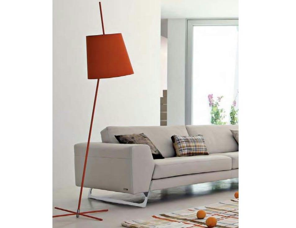 lampadaire en m tal tilt by roche bobois. Black Bedroom Furniture Sets. Home Design Ideas