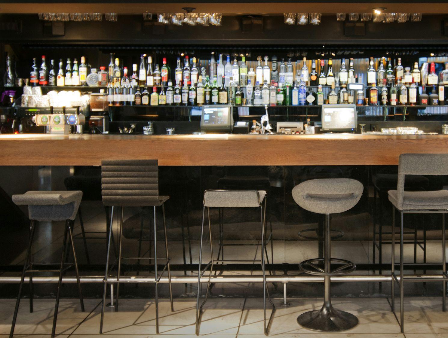 Taburete alto de bar diva by johanson design dise o - Taburete para bar ...