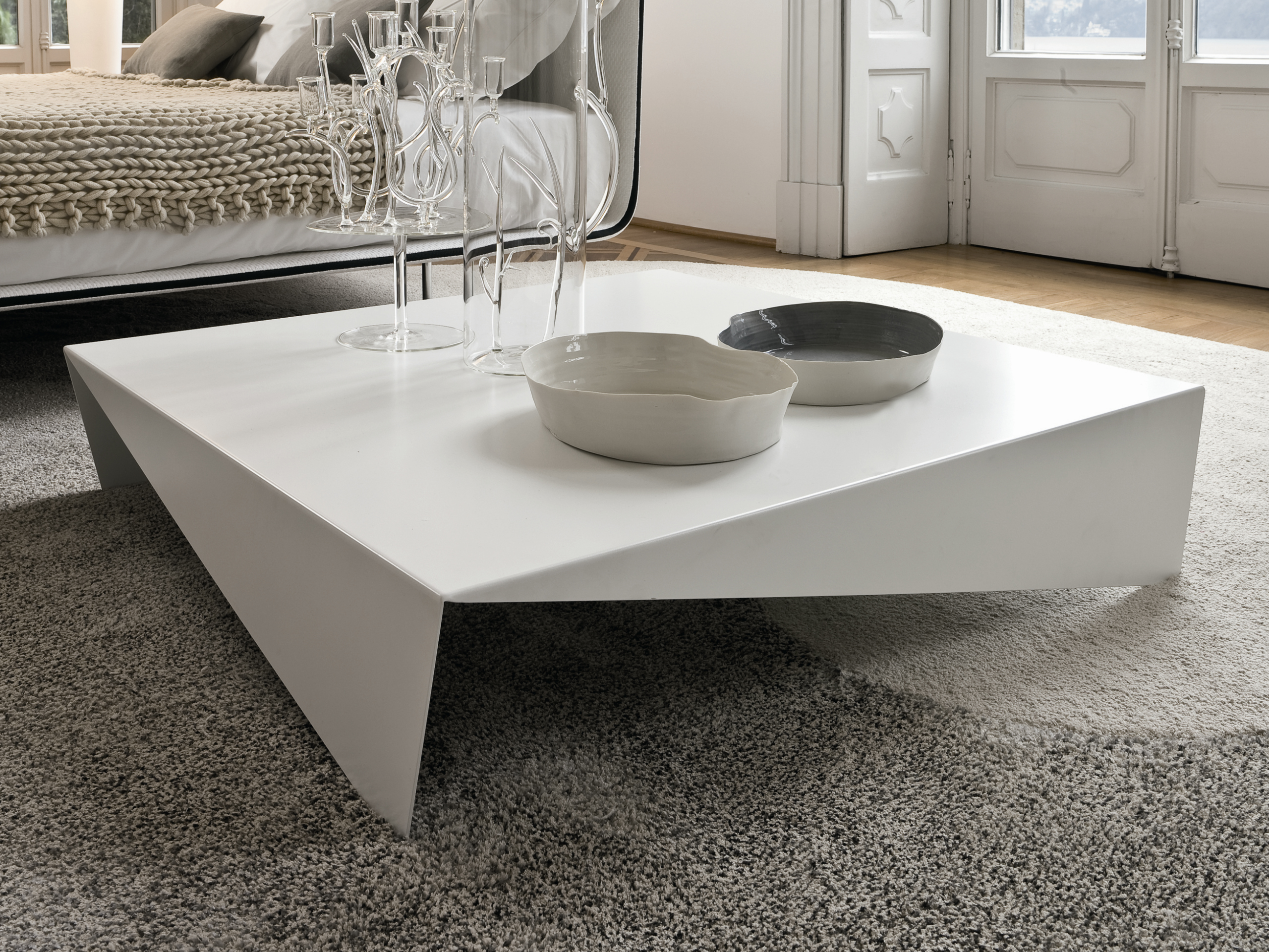 Low square coffee table voil by bonaldo design max piva Low coffee table square