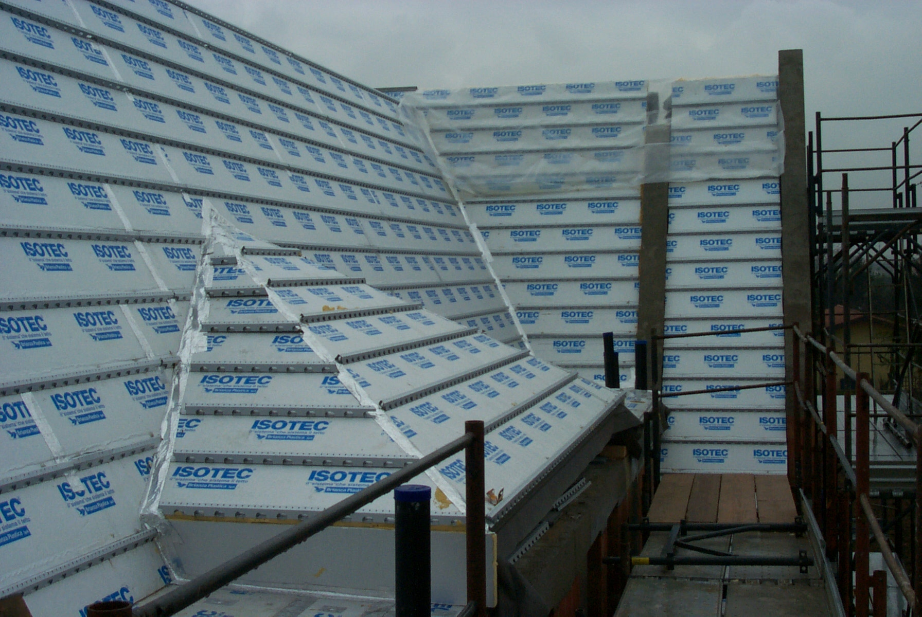 Polyurethane Foam Ventilated Roof System Isotec 174 By