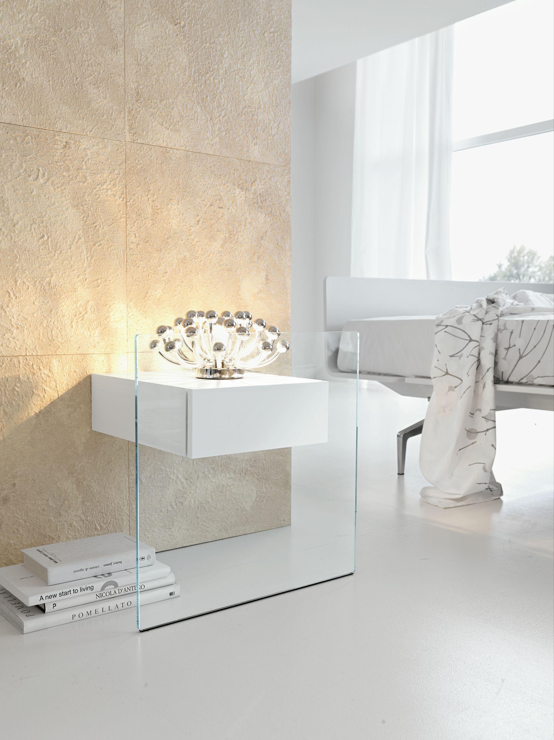 Table de nuit en verre do mo by t d tonelli design design - Table de nuit en verre ...