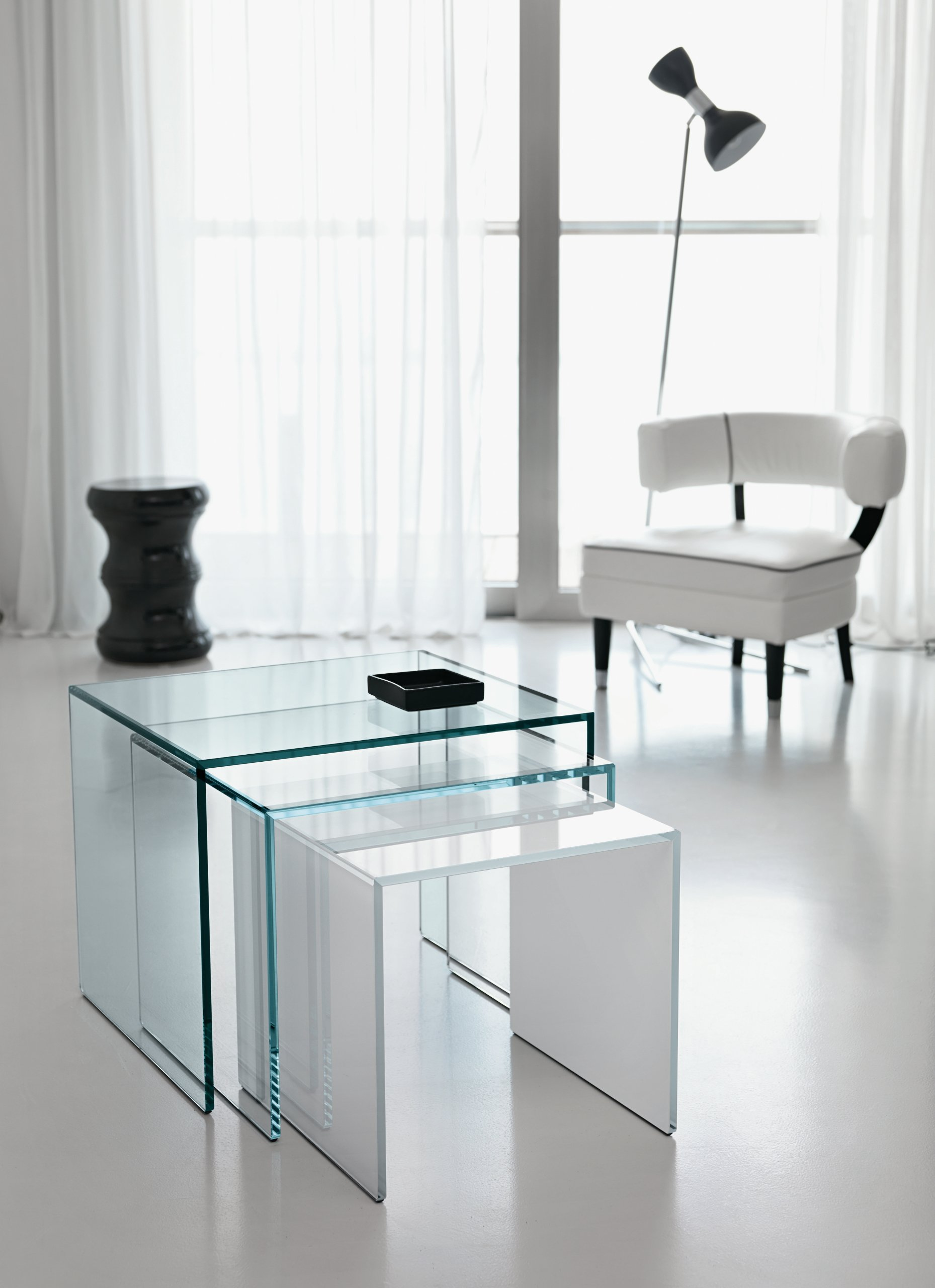 beistelltisch aus glas trio by t d tonelli design. Black Bedroom Furniture Sets. Home Design Ideas