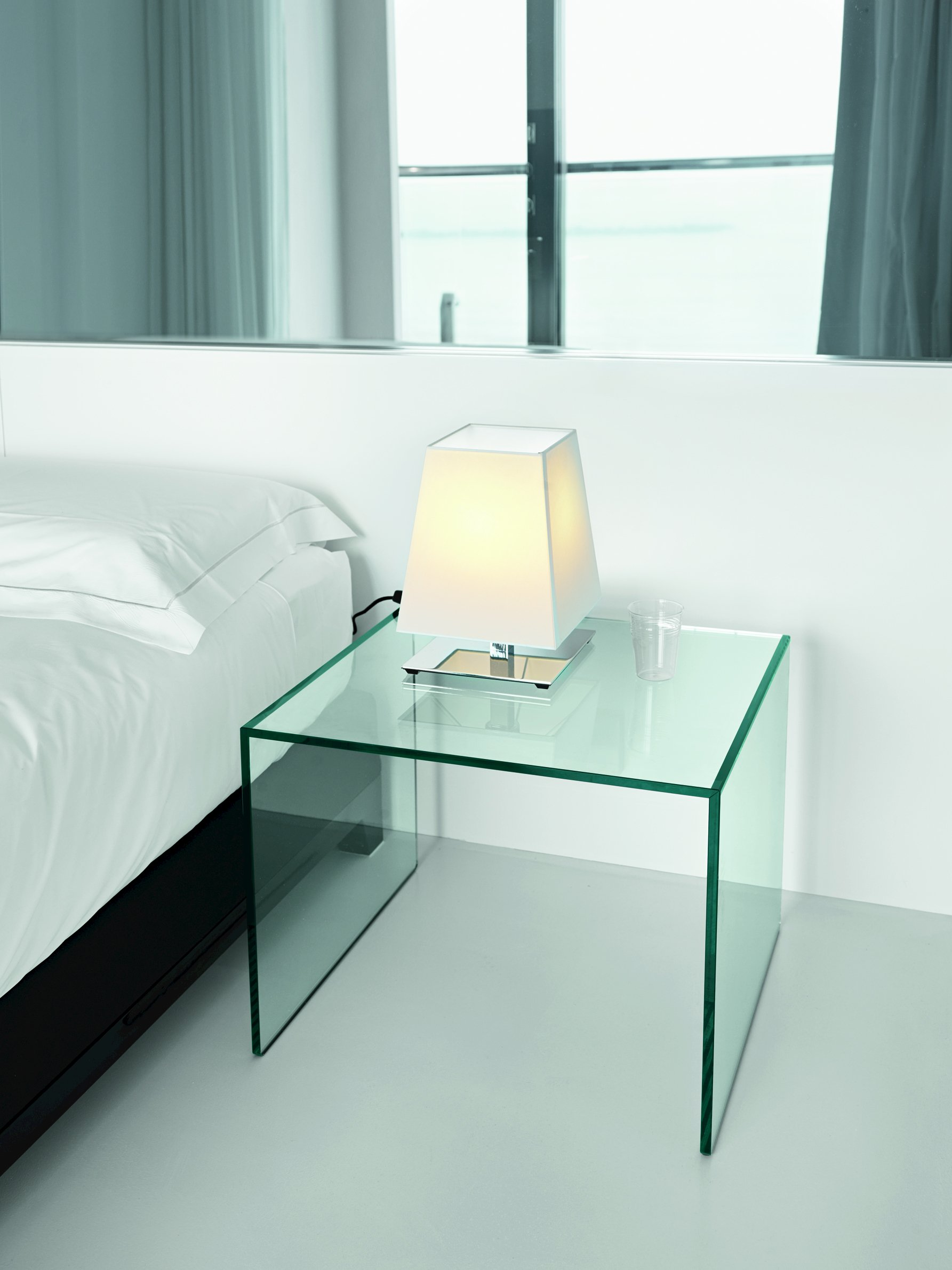 table d 39 appoint en verre trio by t d tonelli design. Black Bedroom Furniture Sets. Home Design Ideas