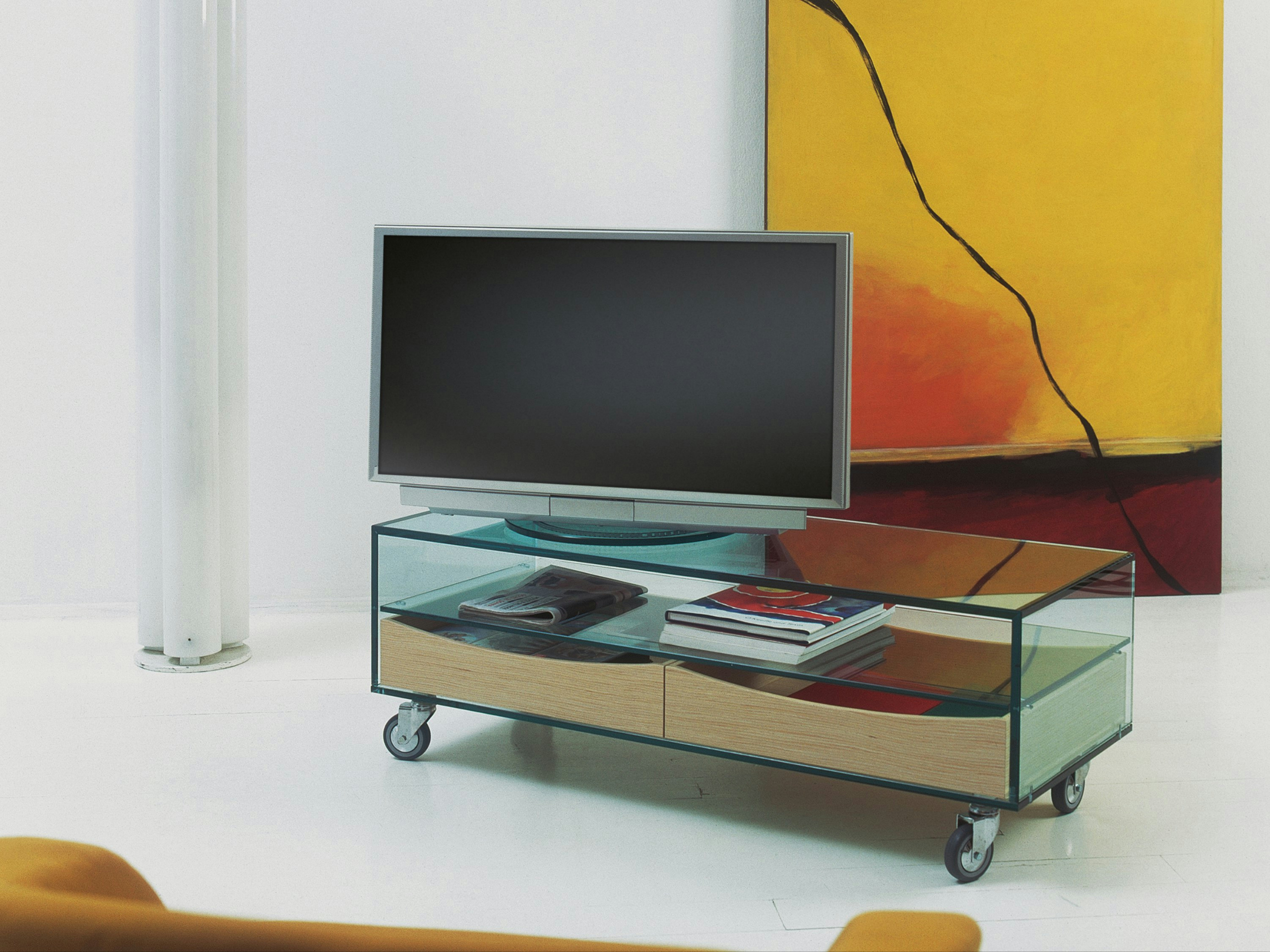 tv m bel aus glas auf rollen com basso by t d tonelli design design marco gaudenzi. Black Bedroom Furniture Sets. Home Design Ideas