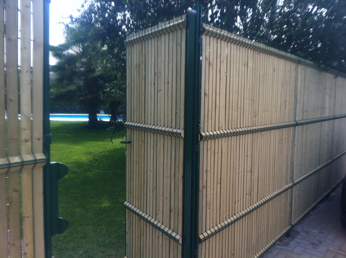 Screening wooden fence bekafor collfort bekafor for Porte jardin pvc