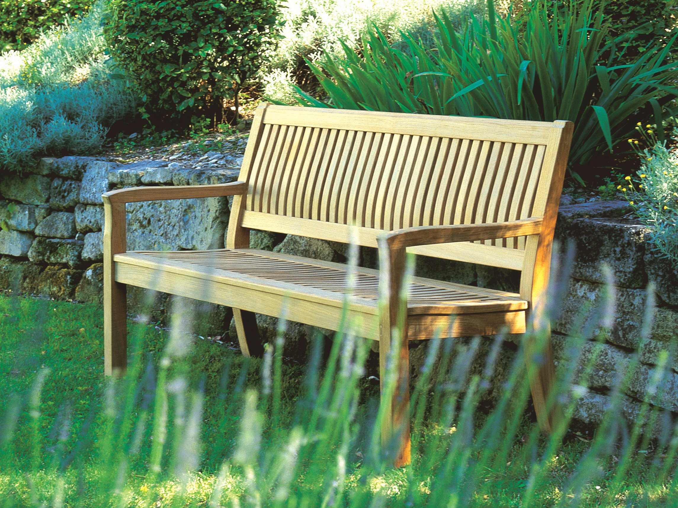 Kingston banc de jardin by gloster design povl eskildsen for Banc de jardin design