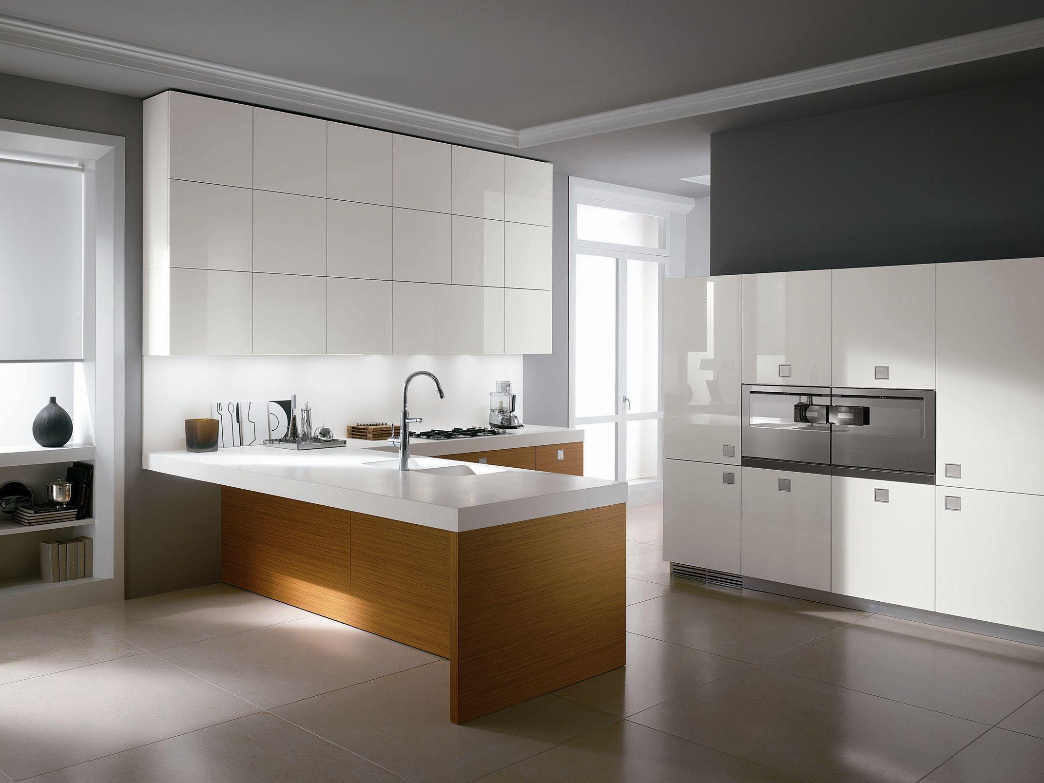 Cucina laccata in rovere con maniglie silverbox high - Maniglie cucina acciaio ...