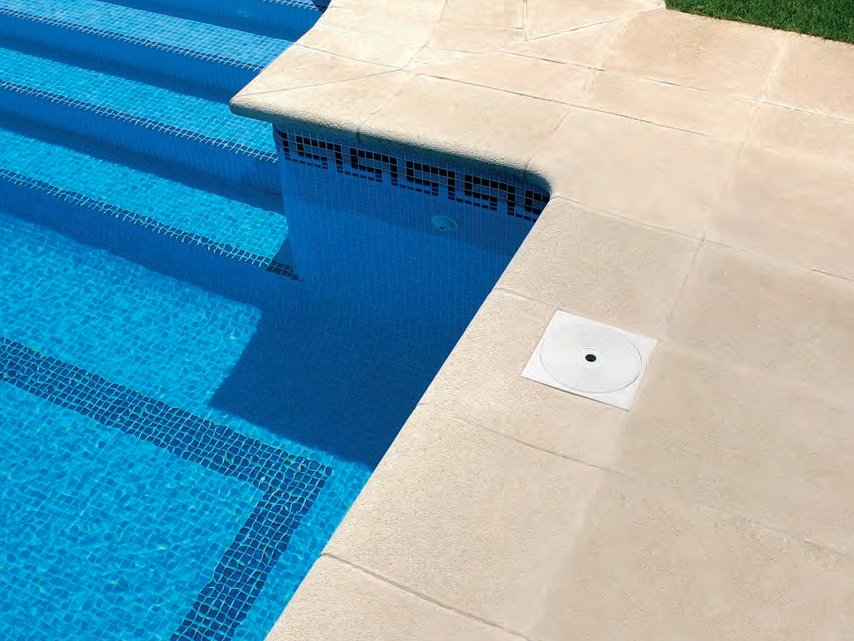 Borde para piscina de hormig n rp by sas italia aldo larcher for Bordes de piscina